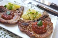 Bisteca ao Molho de Tomate com Coentro