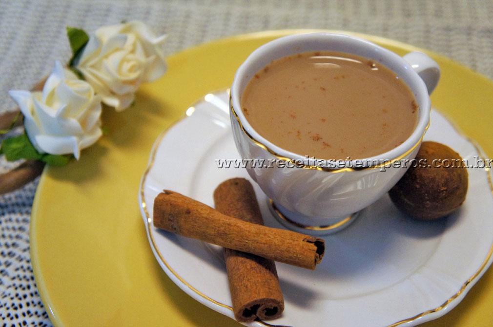 Café com leite e canela