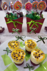 Copinhos de Mousse de Chocolate com Mousse de Maracujá