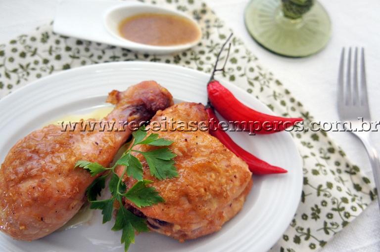 Sobrecoxas de frango assadas com toque de laranja