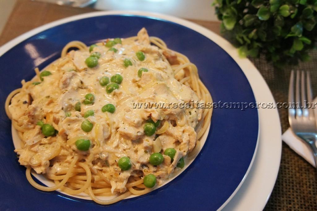 Espaguete Integral ao molho de Frango