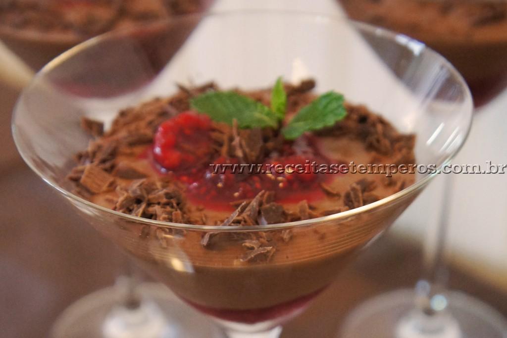 Mousse de Chocolate com Frutas Vermelhas