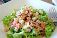 Salada de Quinoa e Queijo Coalho