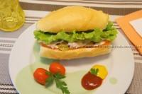 Sanduíche de Presunto Defumado com Mussarela de búfala e manjericão
