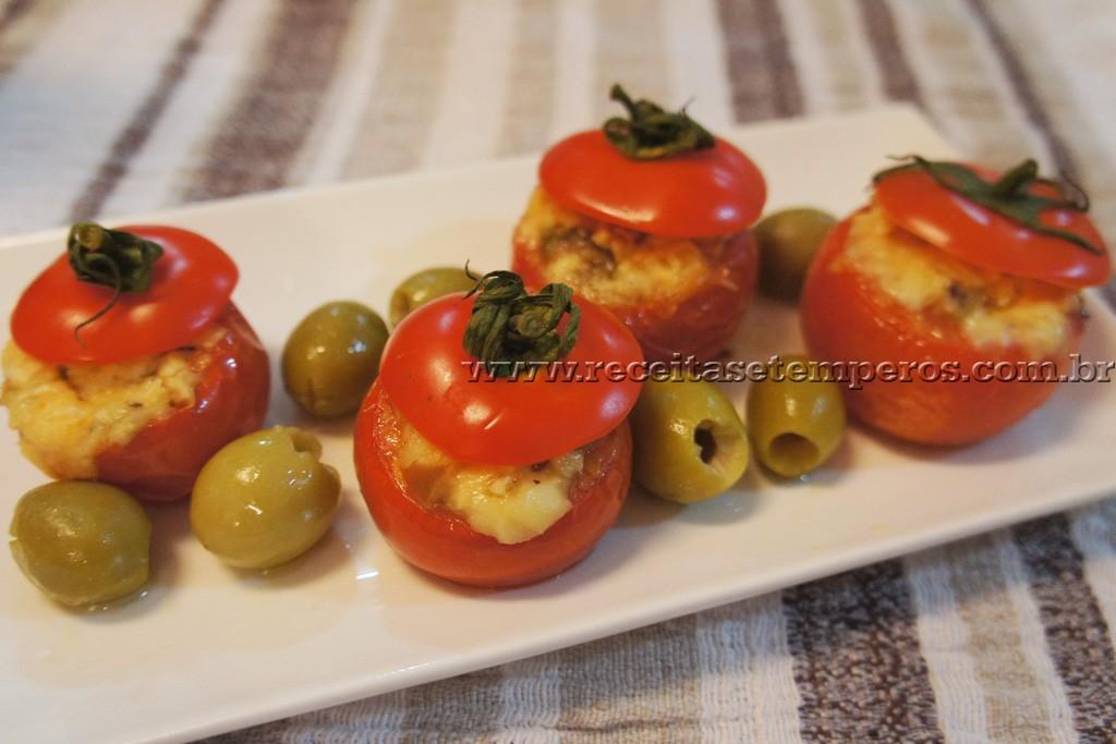 Tomatinhos recheados com 3 queijos