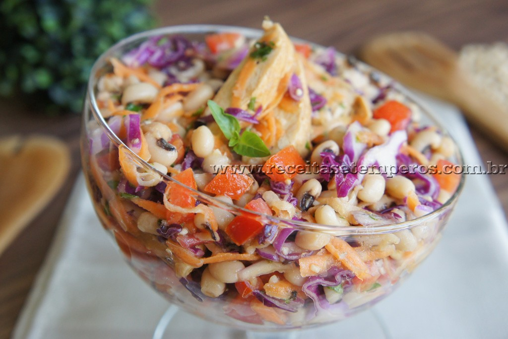 Salada de Feijão Fradinho com frango