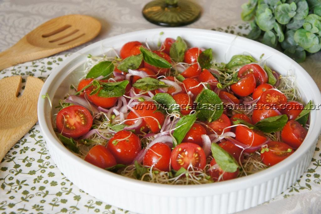 Salada de Tomates frescos com Broto de alfafa