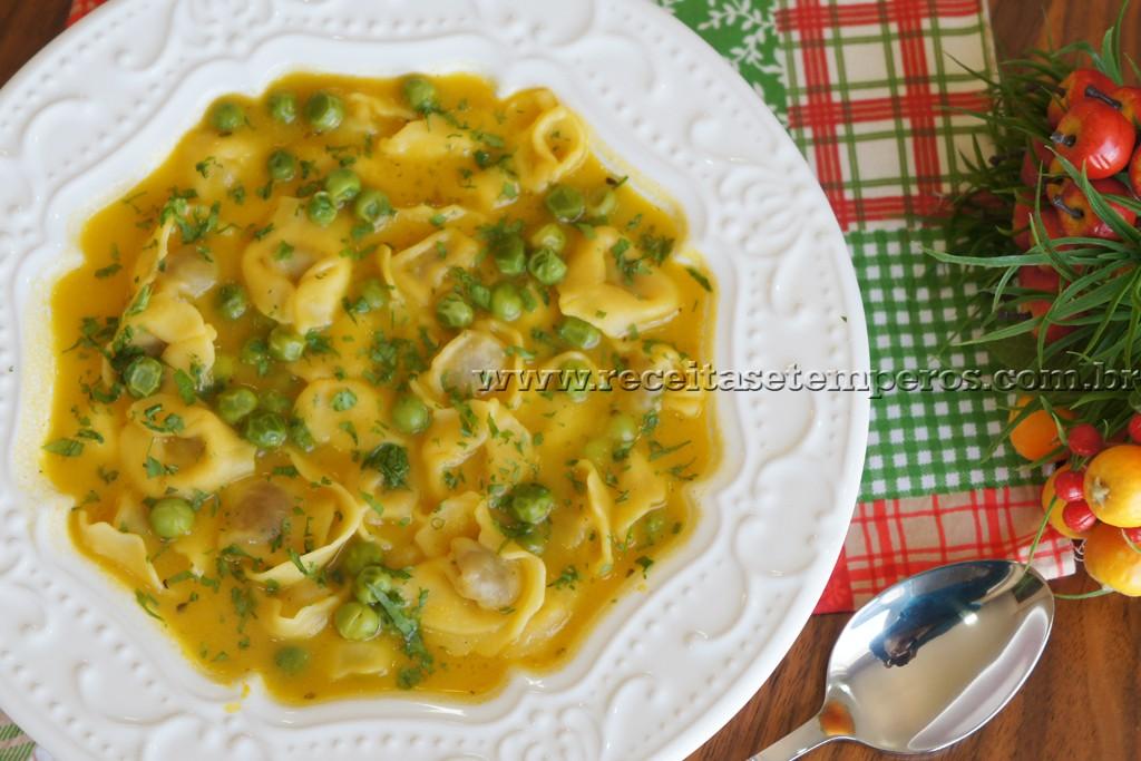 Sopa de Capeletti com ervilhas frescas