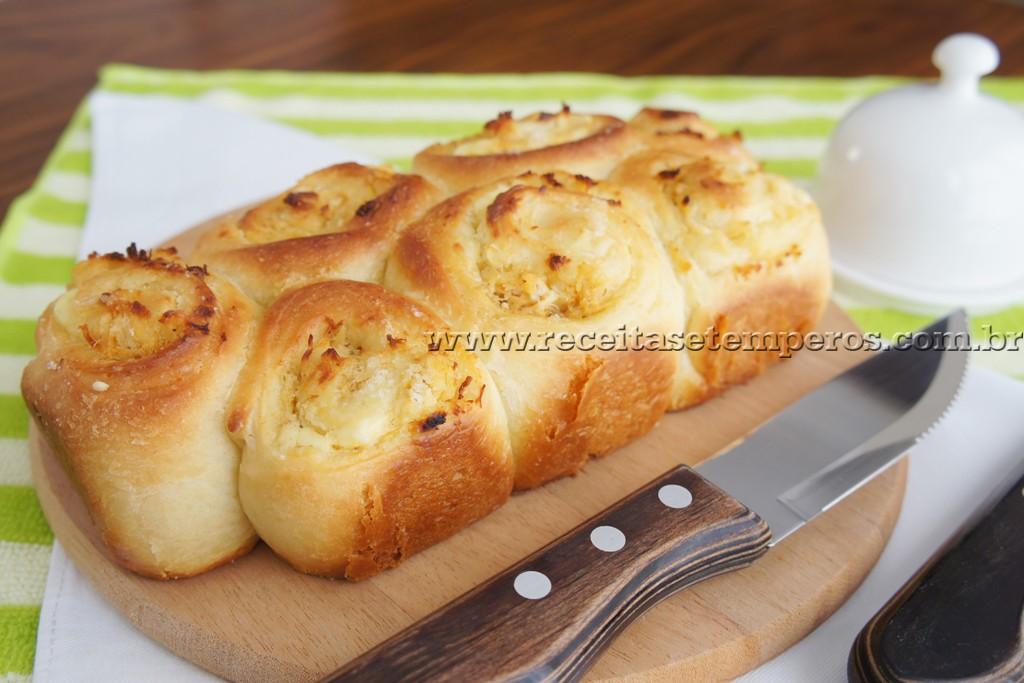 Pão fofinho com frango e catupiry