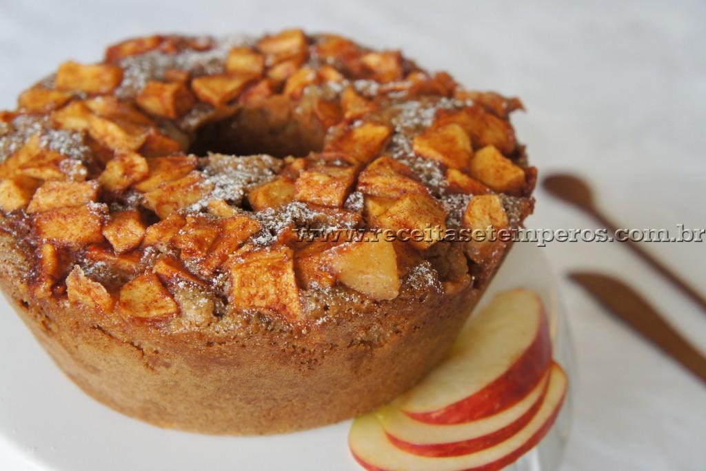 Bolo integral de maçã com canela