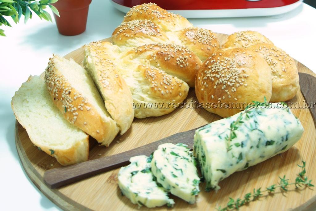 Pão de batata e Manteiga caseira de ervas finas