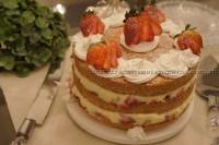 Bolo Naked Cake de morango com creme