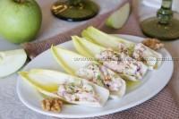 Endívias recheadas com peito de peru, maçã verde e nozes