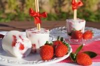 Picolé de iogurte com morango