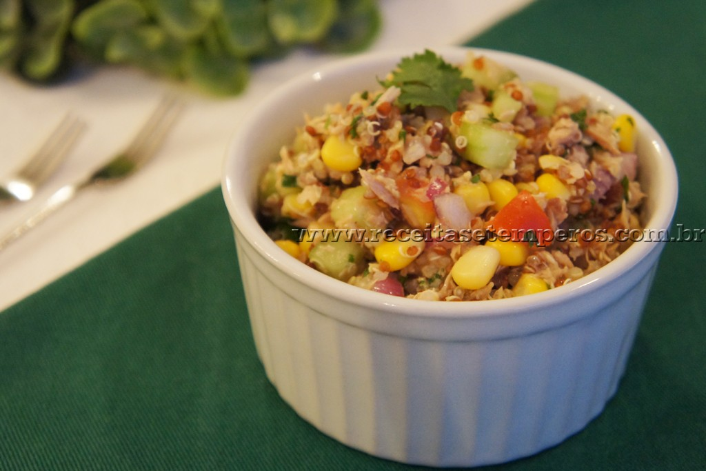 Quinoa com atum e coentro
