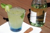 Caipirinha de vinho branco com uva verde