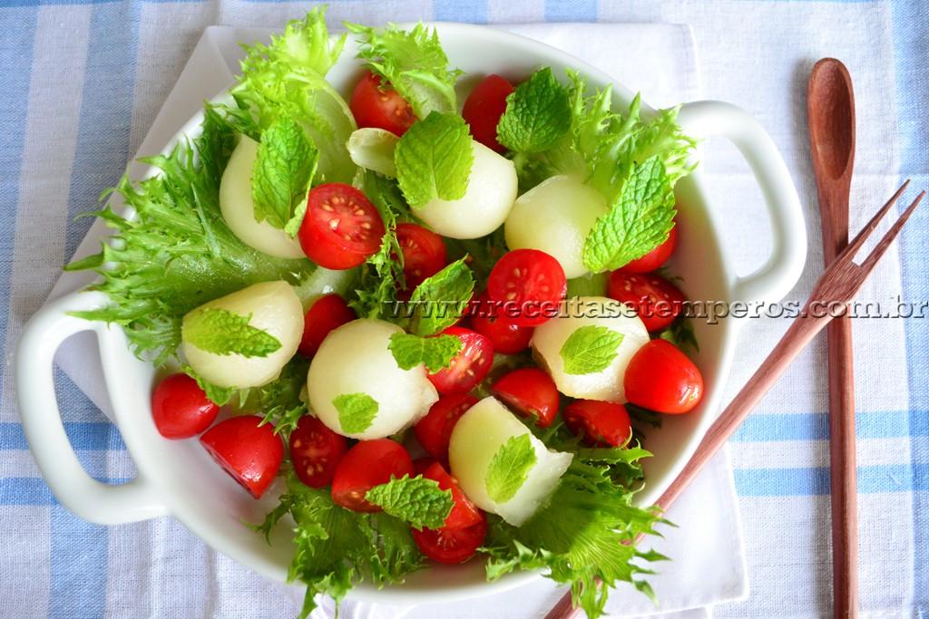 Salada de melão com toque de hortelã