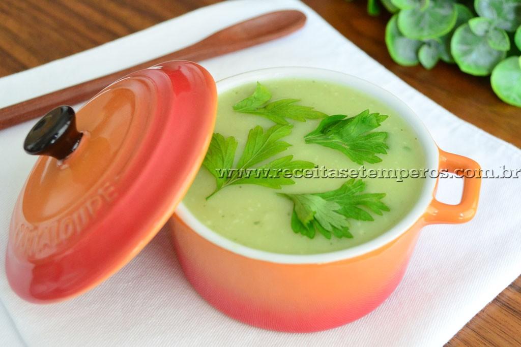 Sopa verde com batata doce