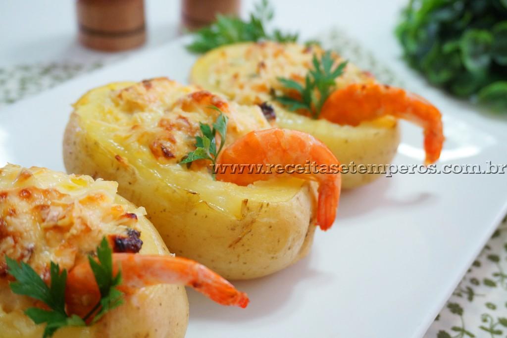 Batata recheada com camarão