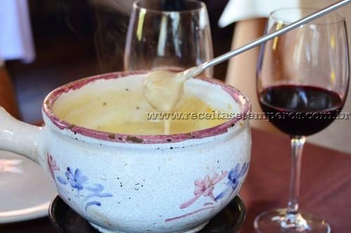 Swiss Cottage - restaurante especializado em fondue em Gramado