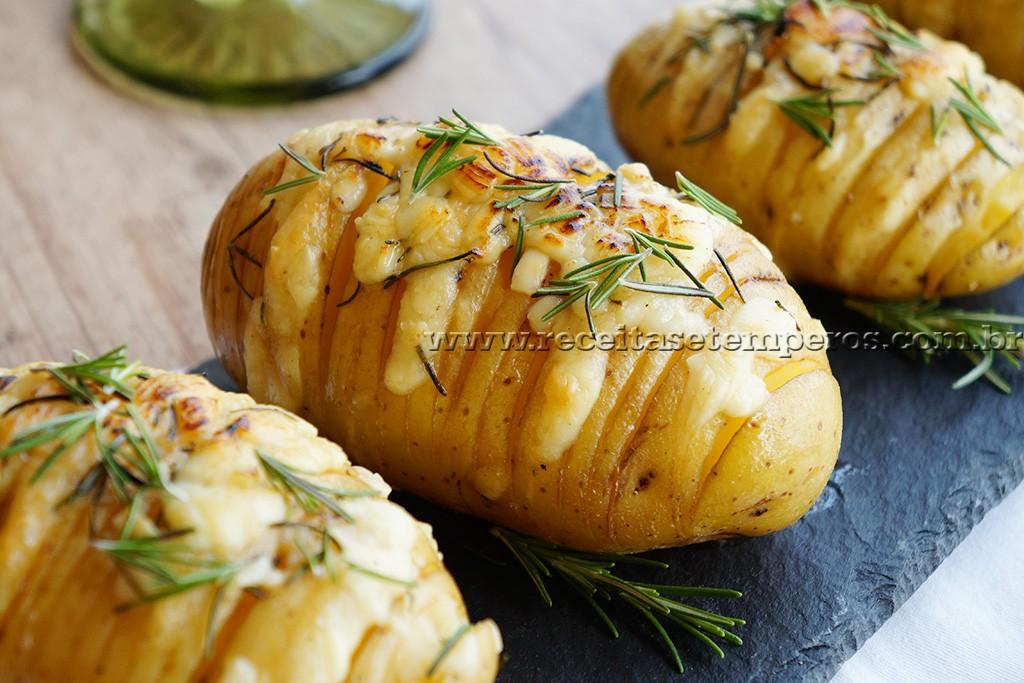 Batata laminada com queijo e alecrim