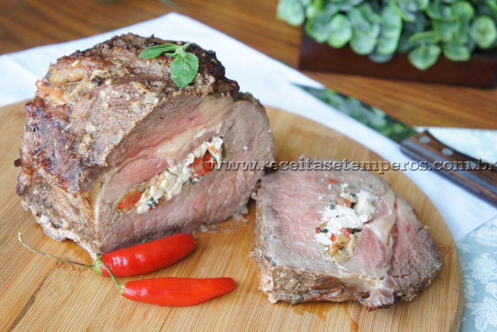 Carne assada recheada com ricota e azeitonas