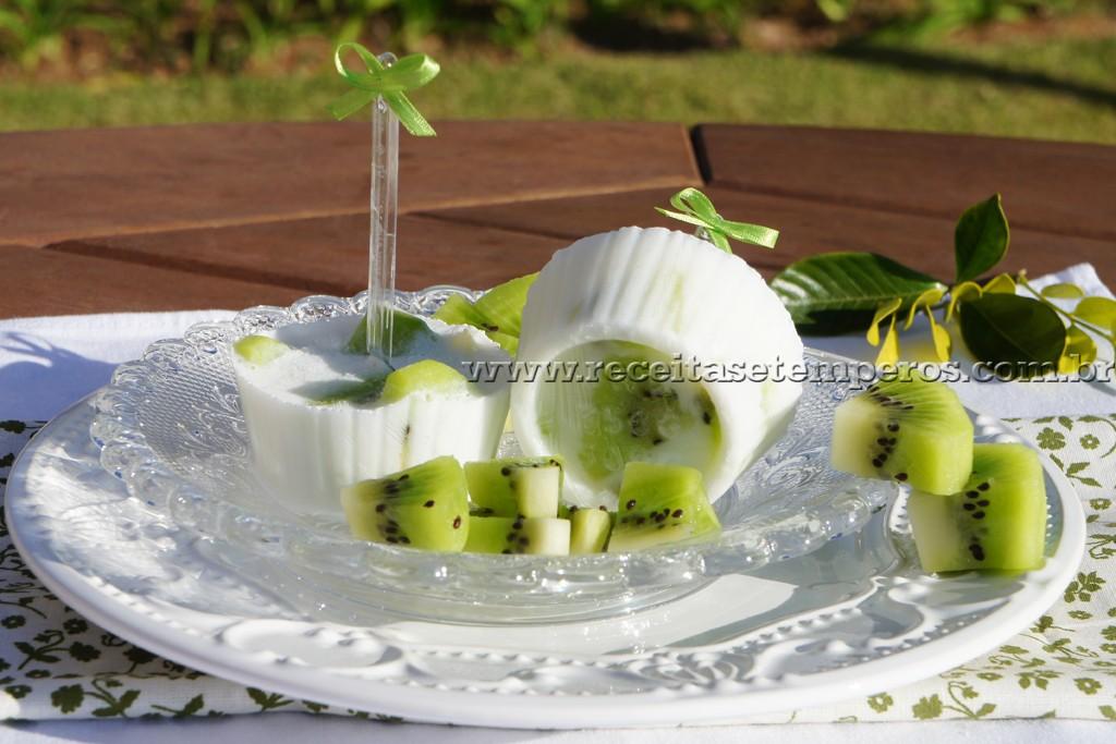 Picolé light de iogurte com kiwi