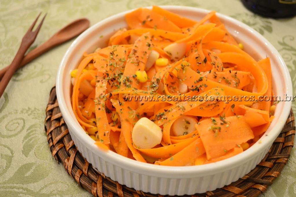 Salada de cenoura em tiras