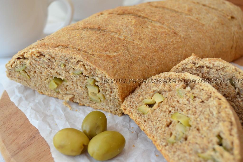 Pão integral de azeite e azeitonas
