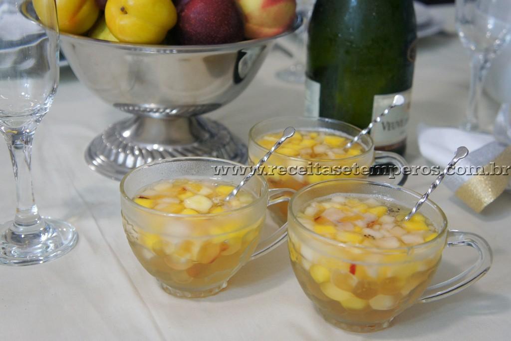 Clericot de espumante com frutas