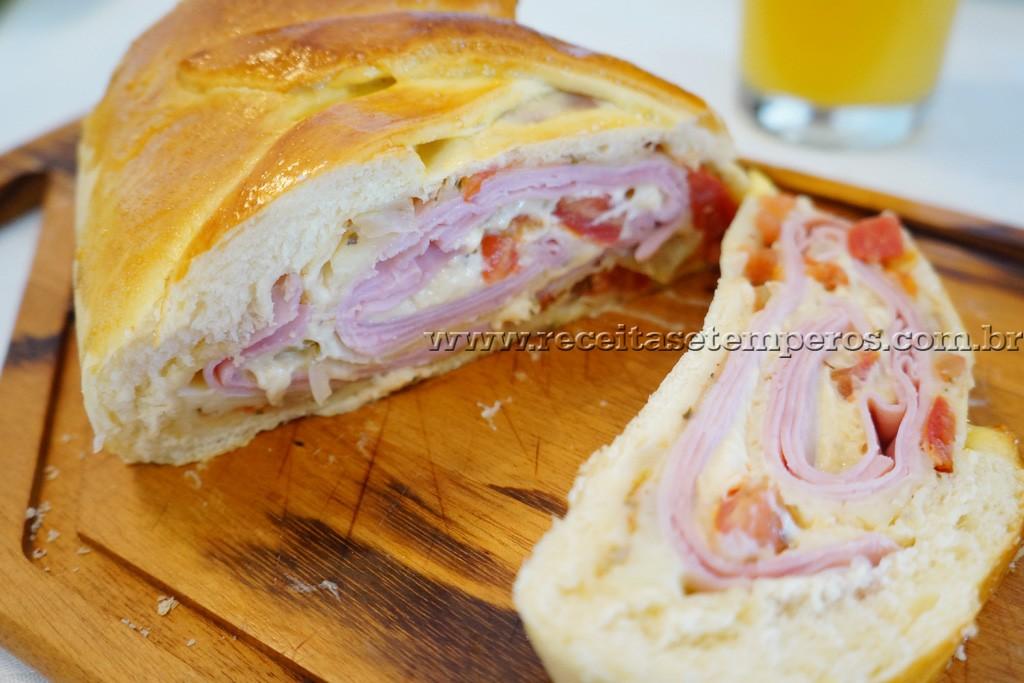 Pão recheado com presunto e queijo