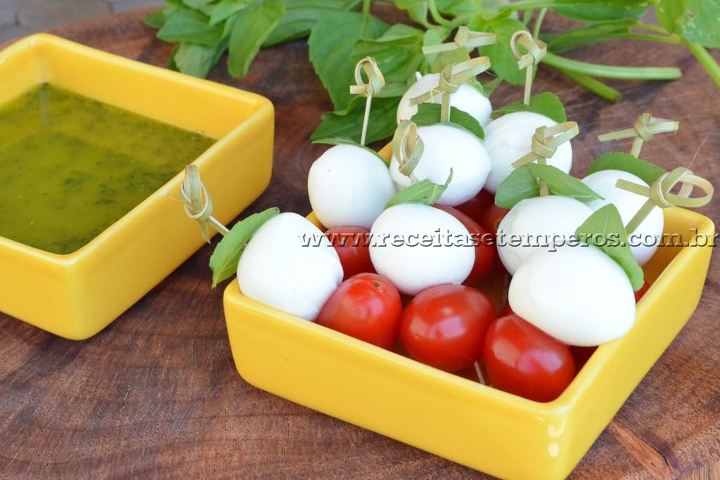 Salada Caprese no palito