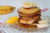Panqueca americana de banana, aveia e mel