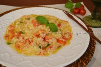 Arroz cremoso com tomate e manjericão