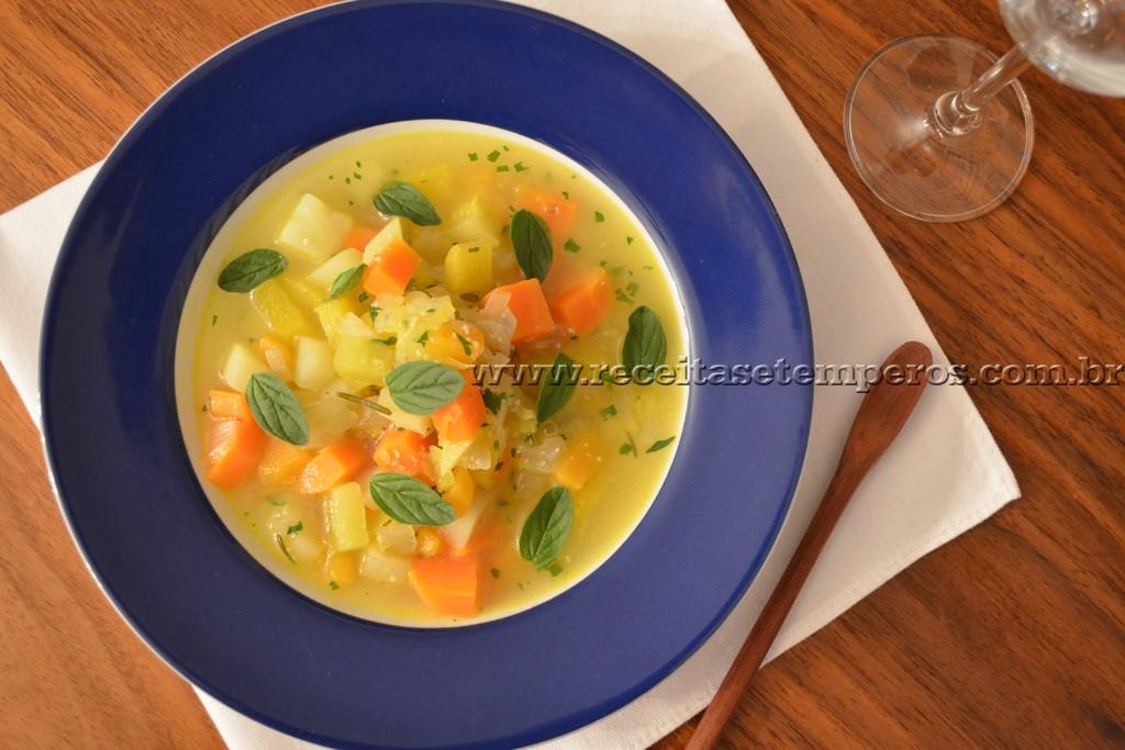 Sopa de legumes com ervas finas