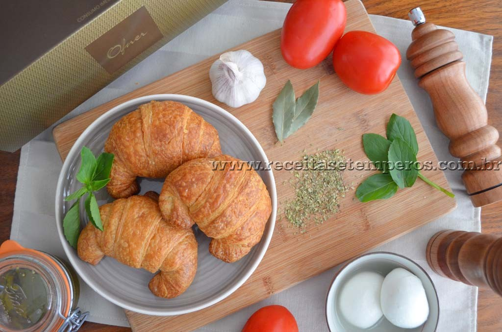 Croissant Caprese – com tomate seco caseiro