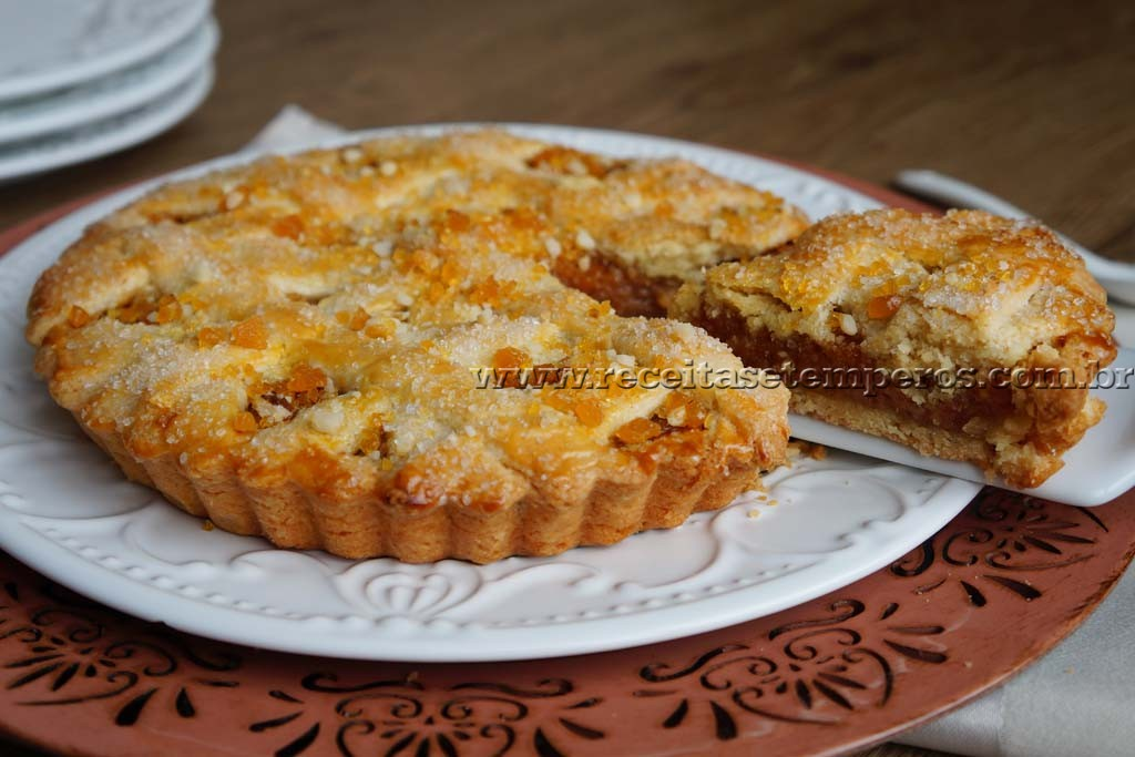 Torta de banana com crocante de castanhas (praliné)