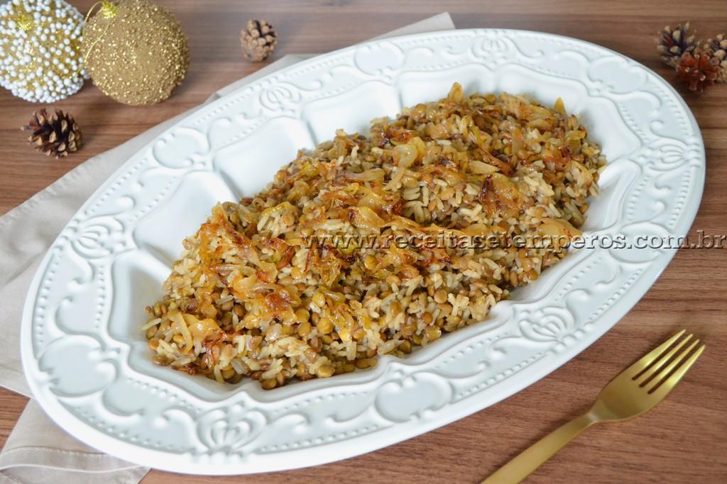 Arroz com lentilhas e cebolas caramelizadas
