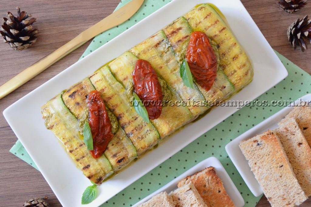 Terrine de tomate seco, abobrinha e manjericão