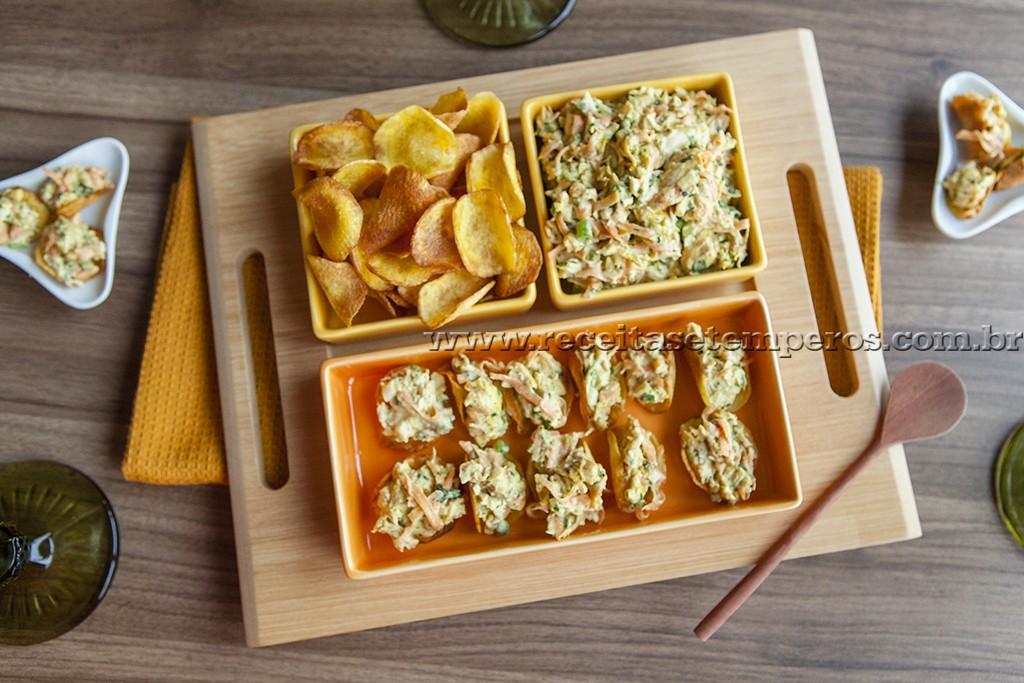 Chips de mandioquinha com Salpicão de frango