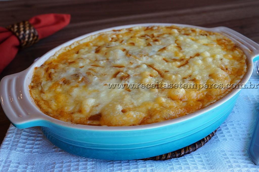 Arroz de forno com carne e queijo