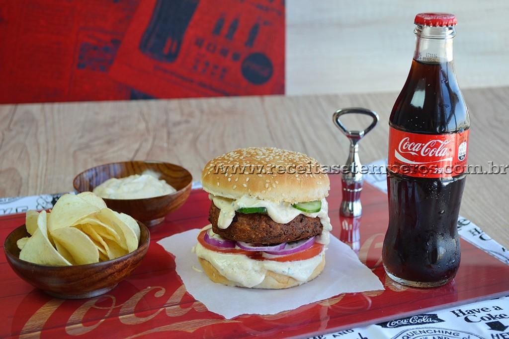 HAMBÚRGUER CROCANTE de Falafel com maionese especial
