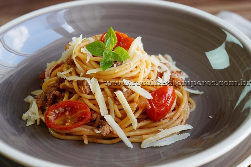 Espaguete à bolonhesa - em uma panela só