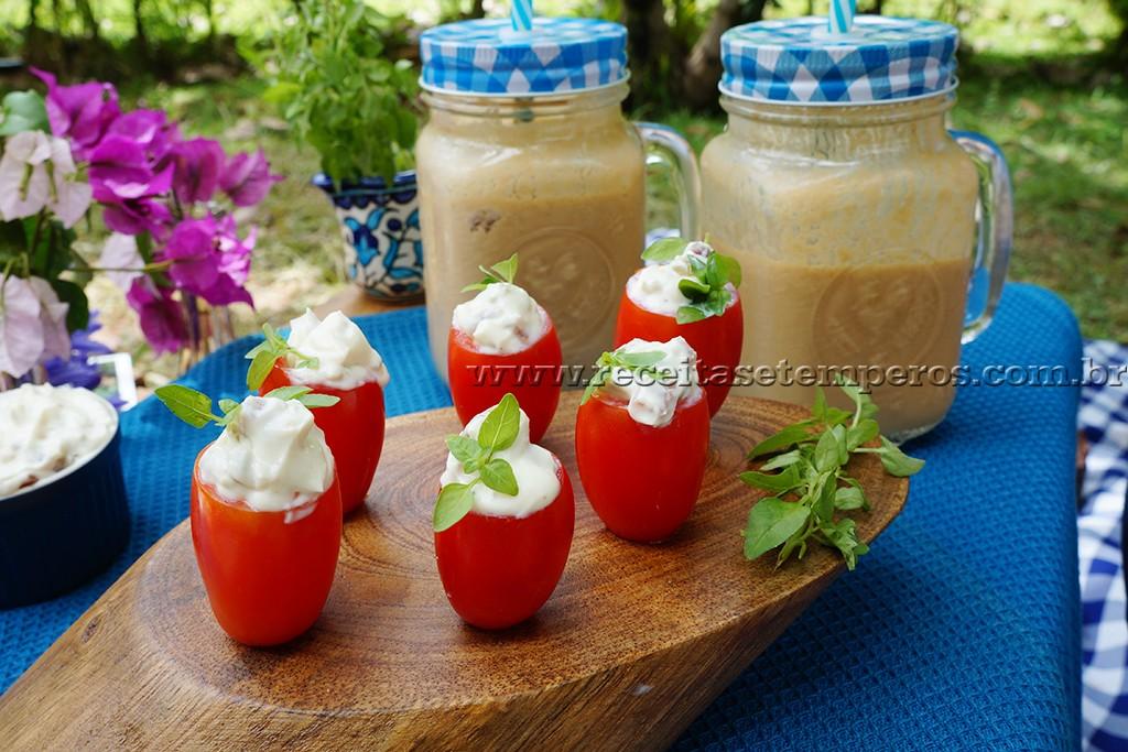 Tomatinhos recheados e Café gelado com maracujá