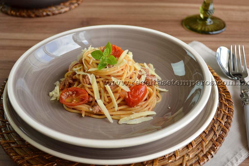 Espaguete à bolonhesa – em uma panela só