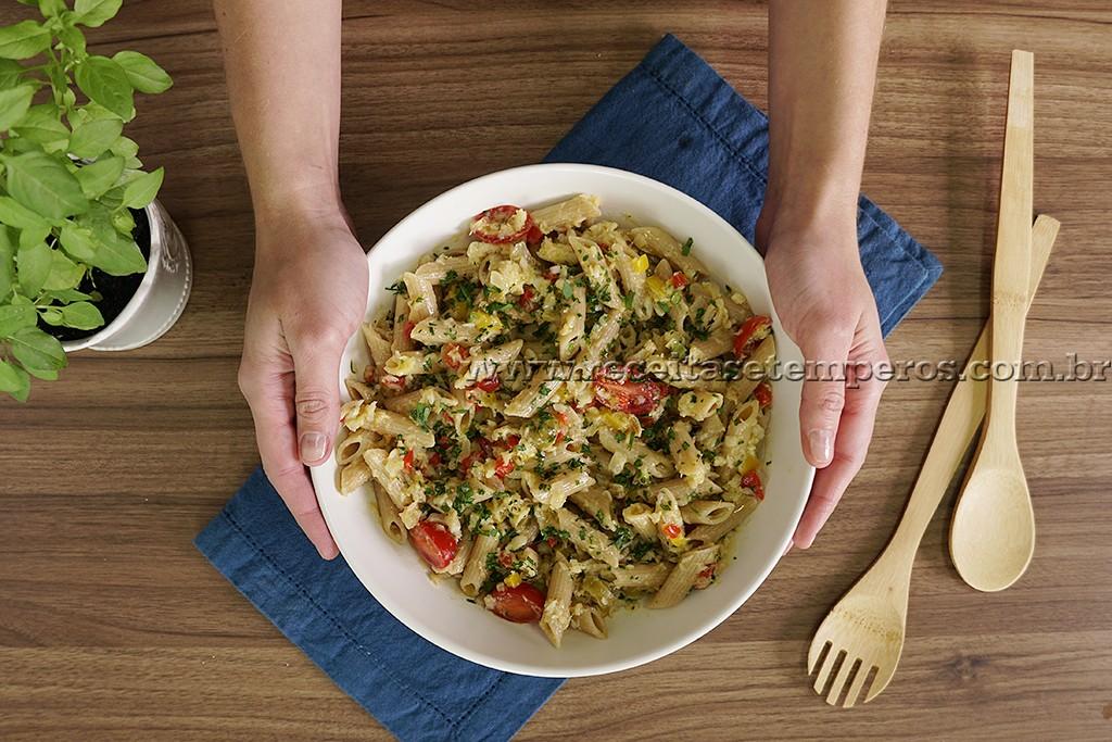 Salada de Massa com Bacalhau